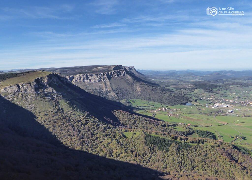 Cortados de la Sierra Salvada y panorámica del Valle de Ayala - ruta circular por el Monumento Natural del Monte Santiago