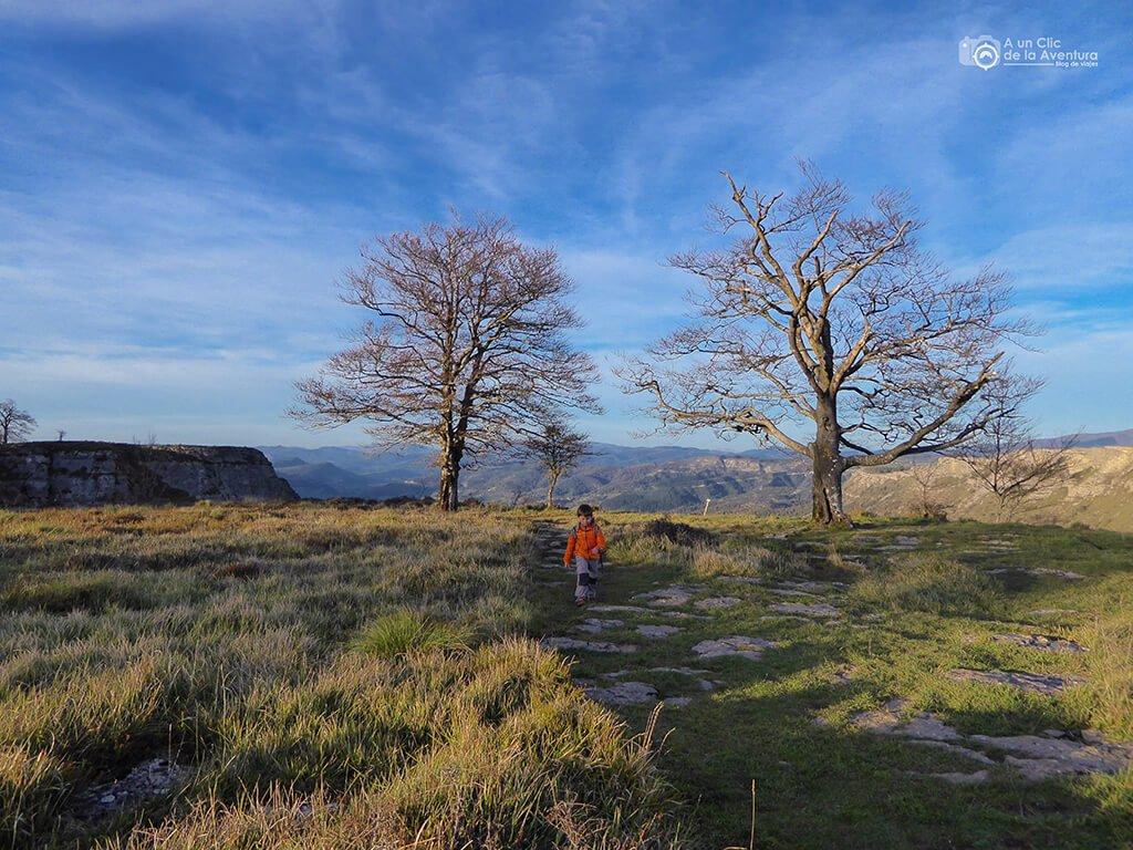 Senda del Cortado de la ruta circular por el Monumento Natural del Monte Santiago