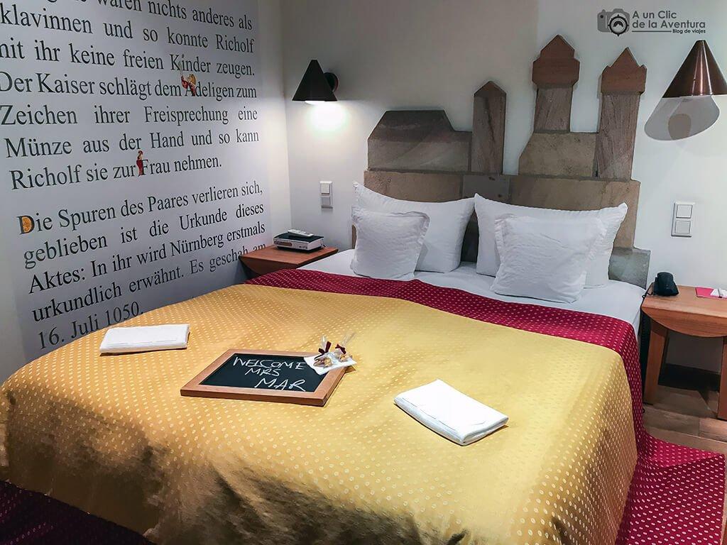 Cama Myth Room 42 Hotel Drei Raben de Núremberg