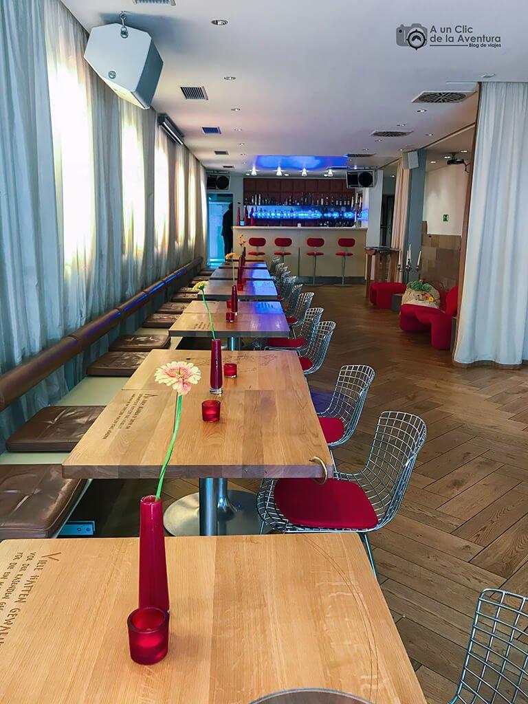 Comedor de desayunos y bar RABENwein del Hotel Drei Raben de Núremberg