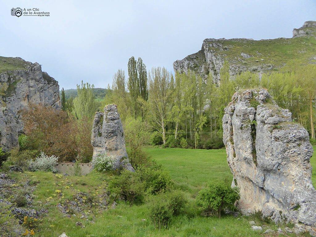 Monolitos de piedra - ruta por el Alto Rudrón