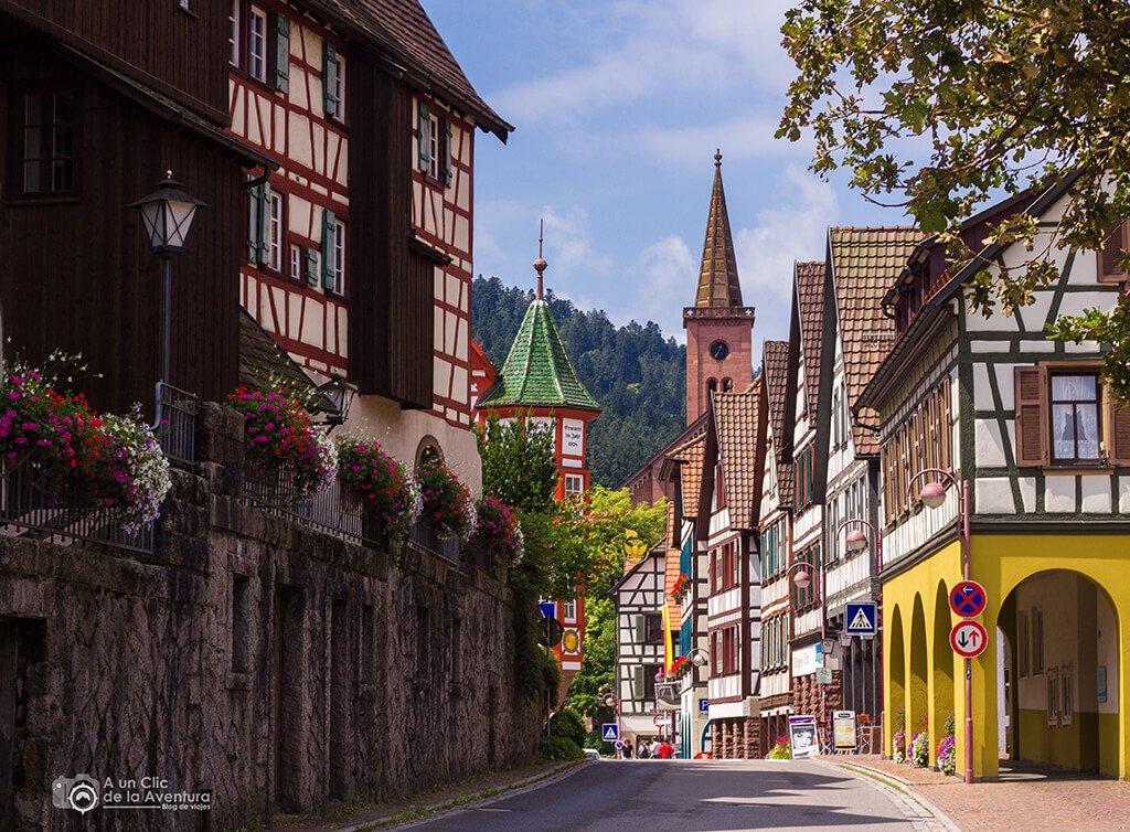 Calle del centro histórico de Schiltach en la Selva Negra