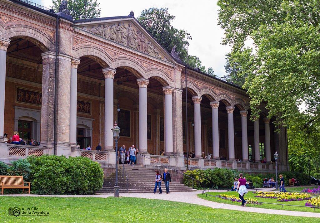 Trinkhalle en Baden-Baden, ruta en coche por la Selva Negra