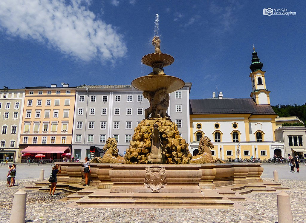 Plaza de la Residencia o Residenzplatz con la Residenzbrunnen - qué ver en Salzburgo