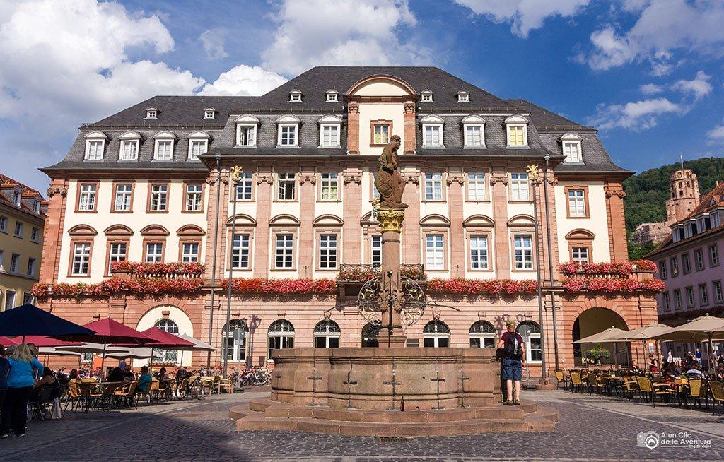Ayuntamiento de Heidelberg y Fuente de Hércules en la Marktplatz- que ver en Heidelberg