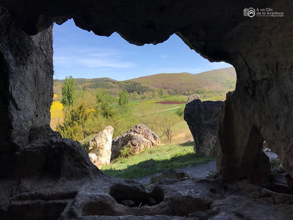 Vista desde el interior de las Gobas de Laño - Treviño, Oca y Desfiladeros del Ebro