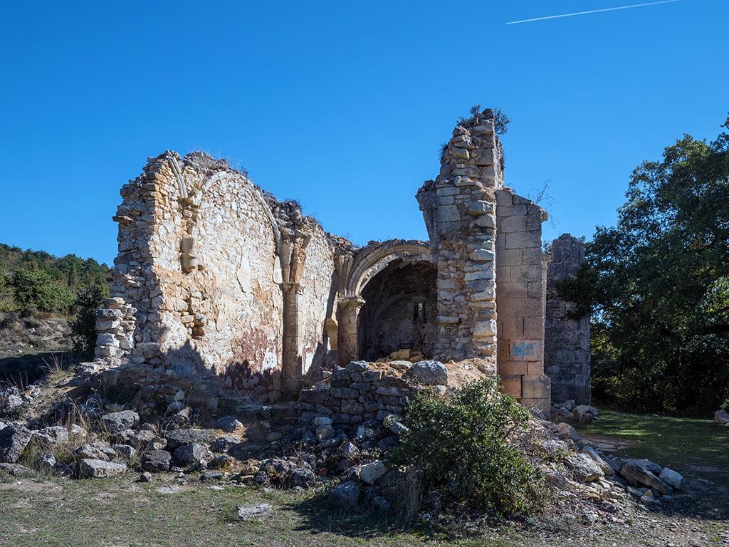 Ruinas de la ermita de Burgondo en Ochate - Treviño, Oca y Desfiladeros del Ebro