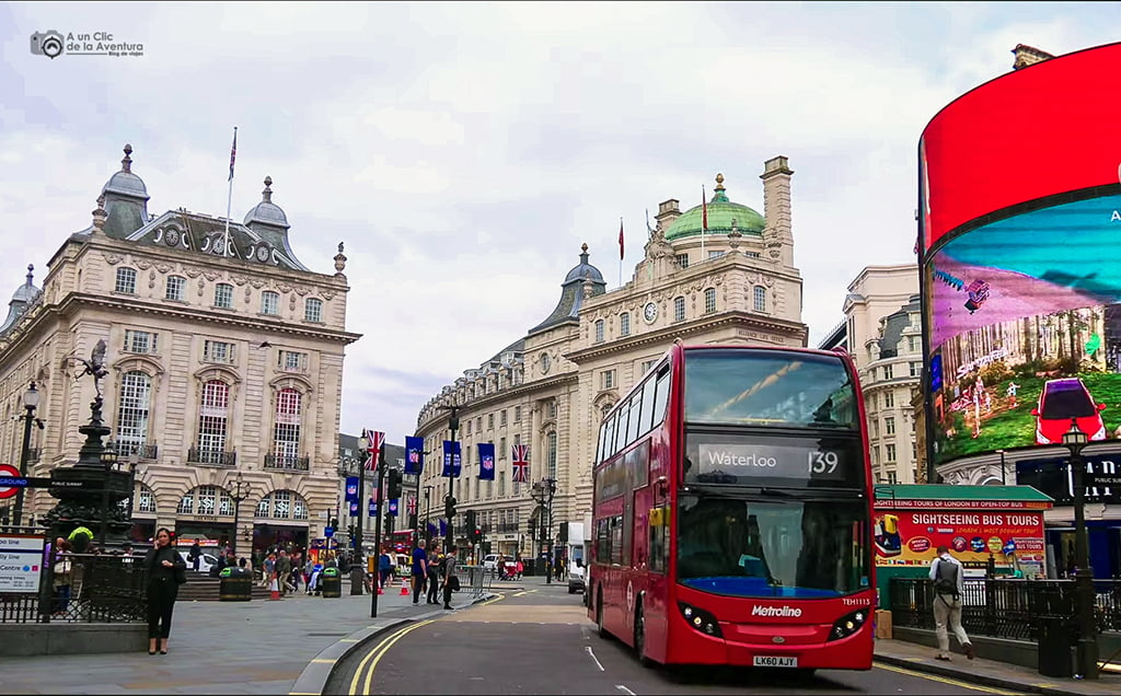 Autobuses de Londres en Picadilly Circus