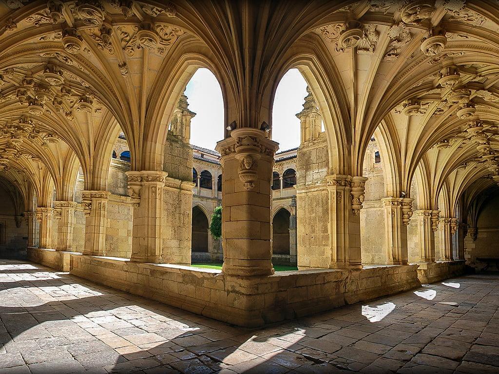 Carrión de los Condes, Claustro del Monasterio de San Zoilo - pueblos bonitos de Castilla y León