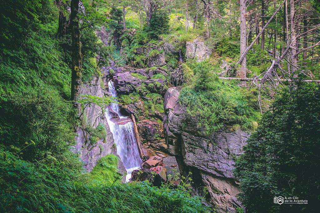Cascada en el descenso de Lalarri a Pineta, Cascadas del Pirineo Aragonés