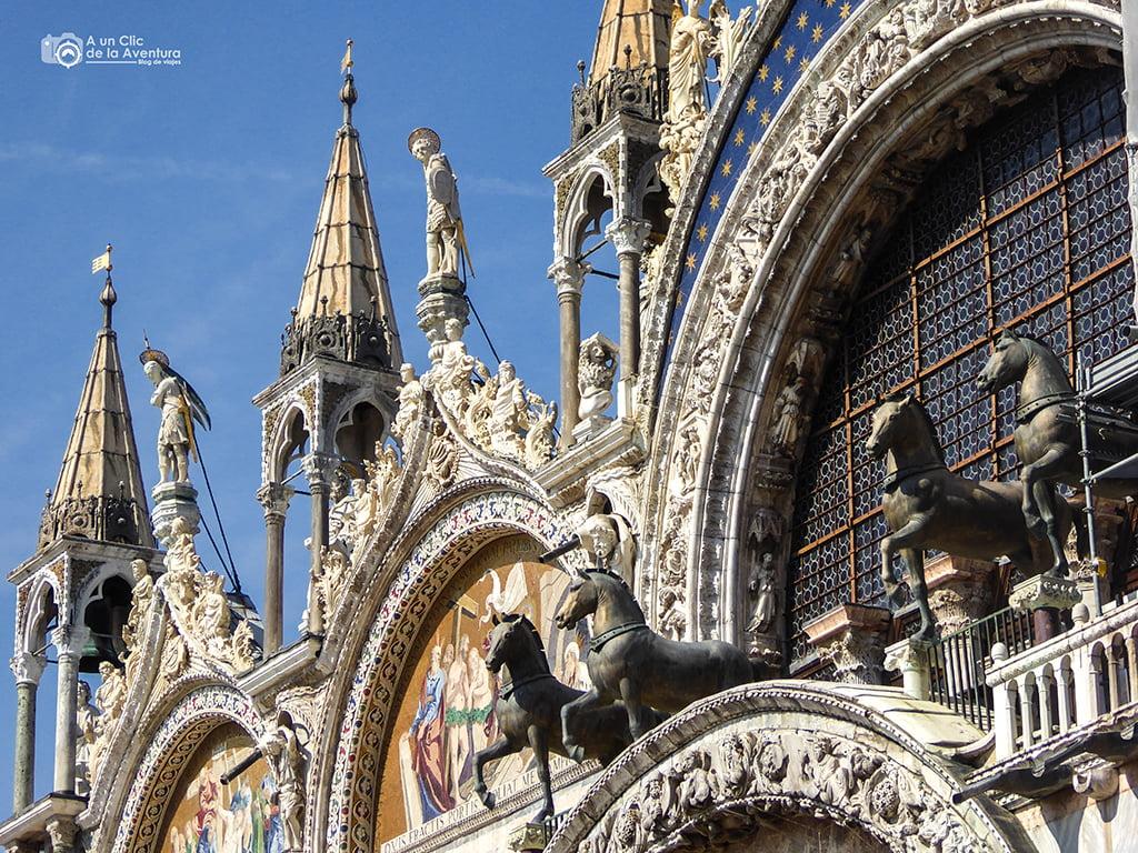 Detalle del exterior de la Basílica de San Marcos - viajar a Venecia