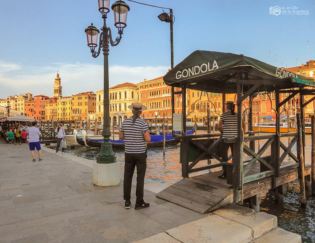 Embarcadero de góndolas en Venecia - viajar a Venecia