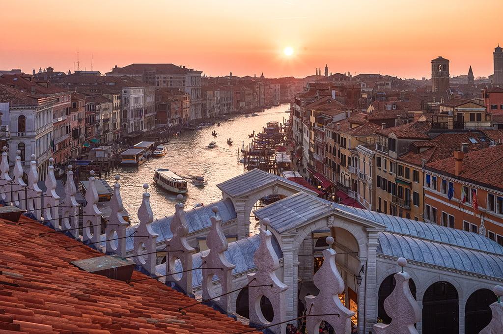 Vistas del Gran Canal desde Fondaco dei Tedeshi en Venecia - viajar a Venecia