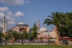 Plaza Sultanahmet con Santa Sofía al fondo, viaje a Estambul