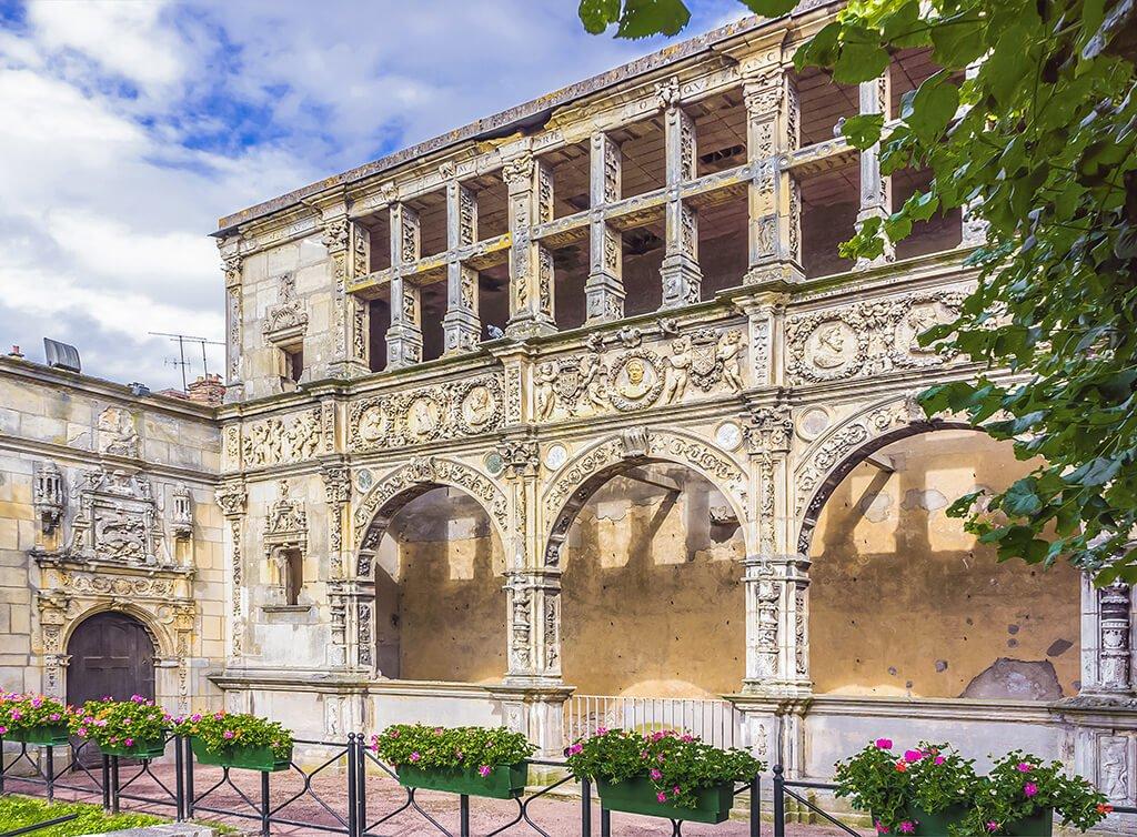 Galería Renacentista de Francisco I en Moret-sur-Loing, que ver cerca de París