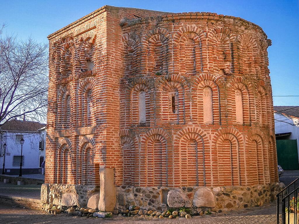 Ábside de los Milagros de Talamanca de Jarama, pueblos de Madrid con encanto