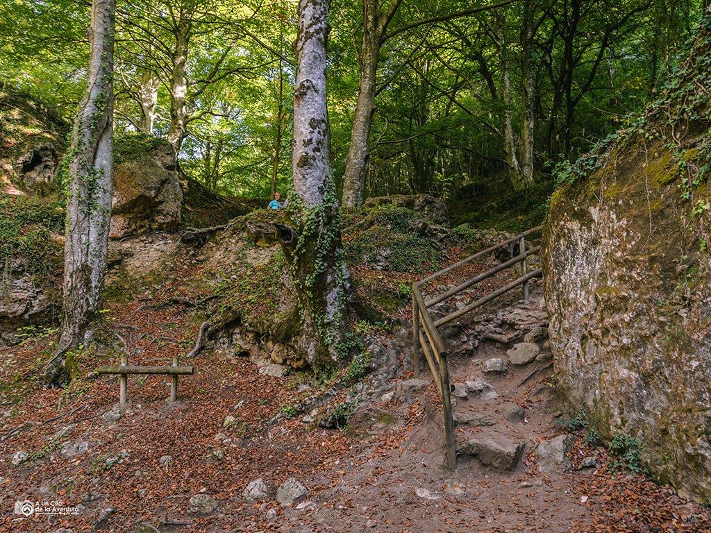 Acceso a las cascadas del nacedero del Urederra