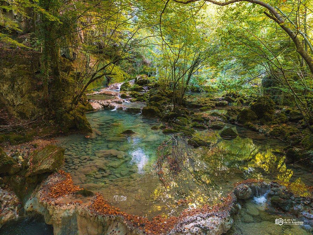 Río Urederra cerca del nacedero