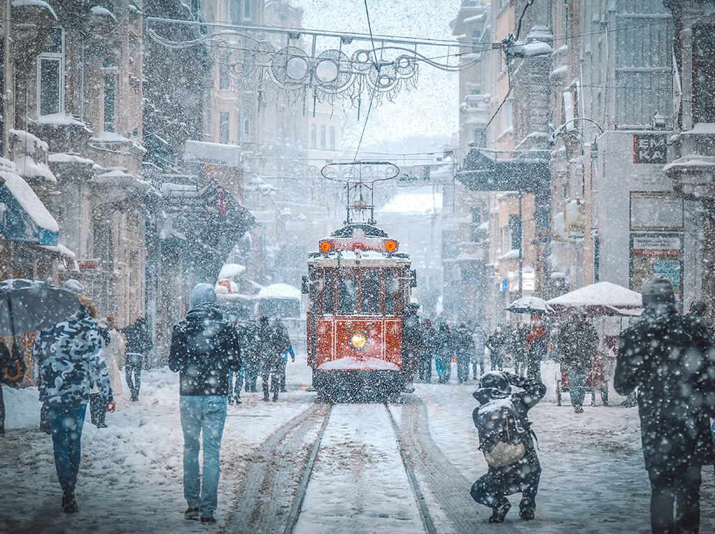 Calle İstiklal Caddesi de Estambul nevada - Cómo llegar del aeropuerto de Estambul al centro