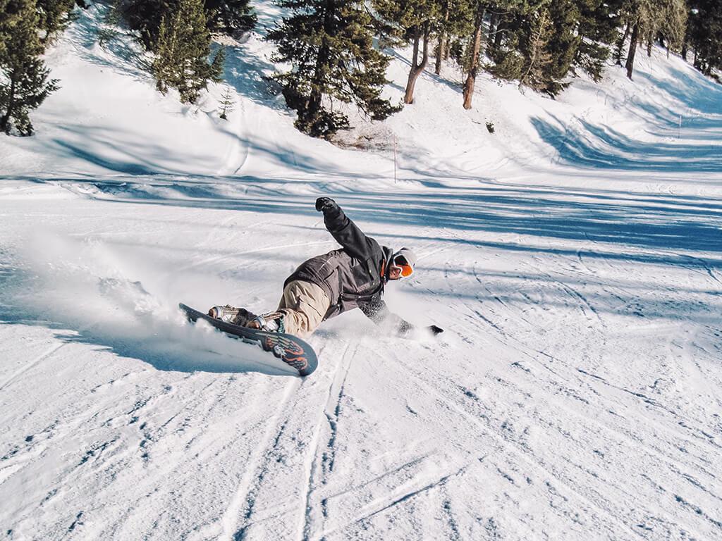 Snowboard - Actividades al aire libre en invierno