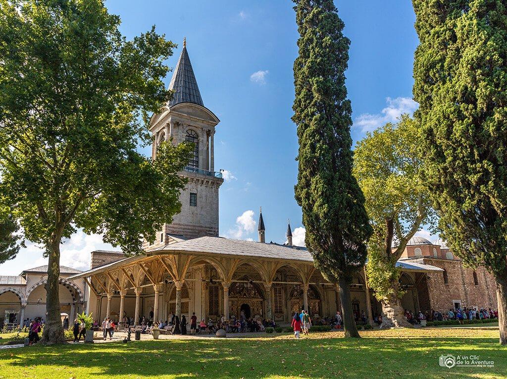 Diván y Torre de la Justicia del Palacio de Topkapi en Estambul - visitar el Palacio de Topkapi