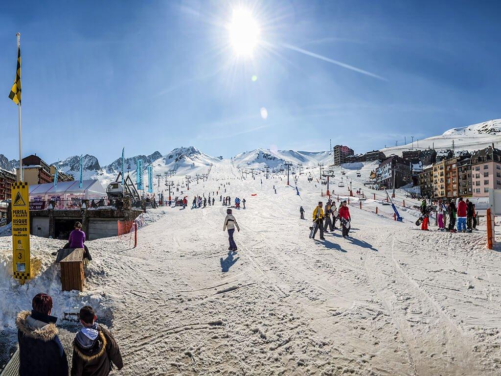 Estación de esquí de Grandvalira en Pas de la Casa, Andorra - esquiar en Andorra