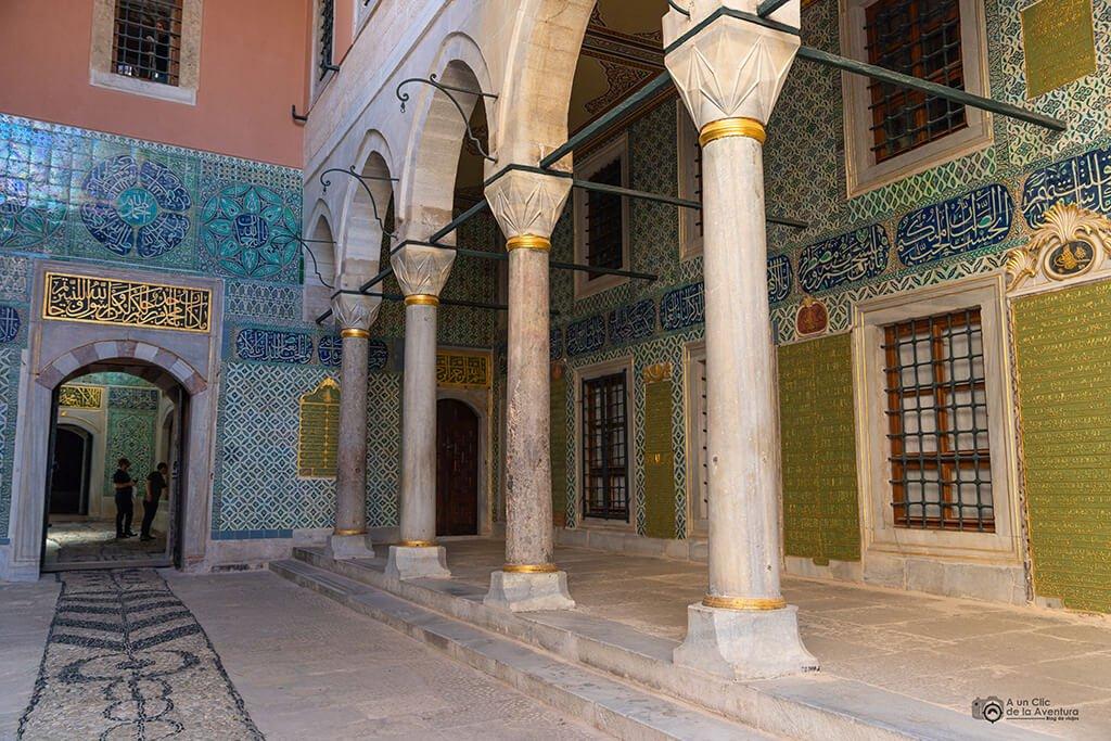 Patio de los Eunucos Negros en el Harén del Palacio de Topkapi - visitar el Palacio de Topkapi