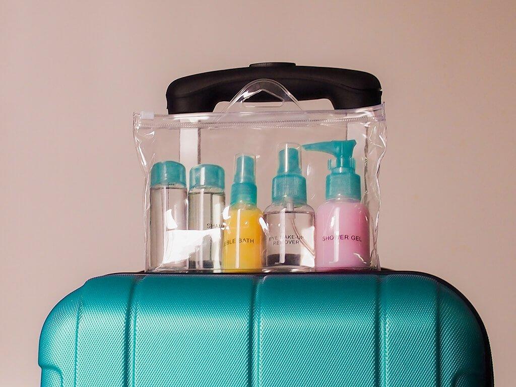 Bolsa para líquidos en el equipaje de mano para viajar en avión