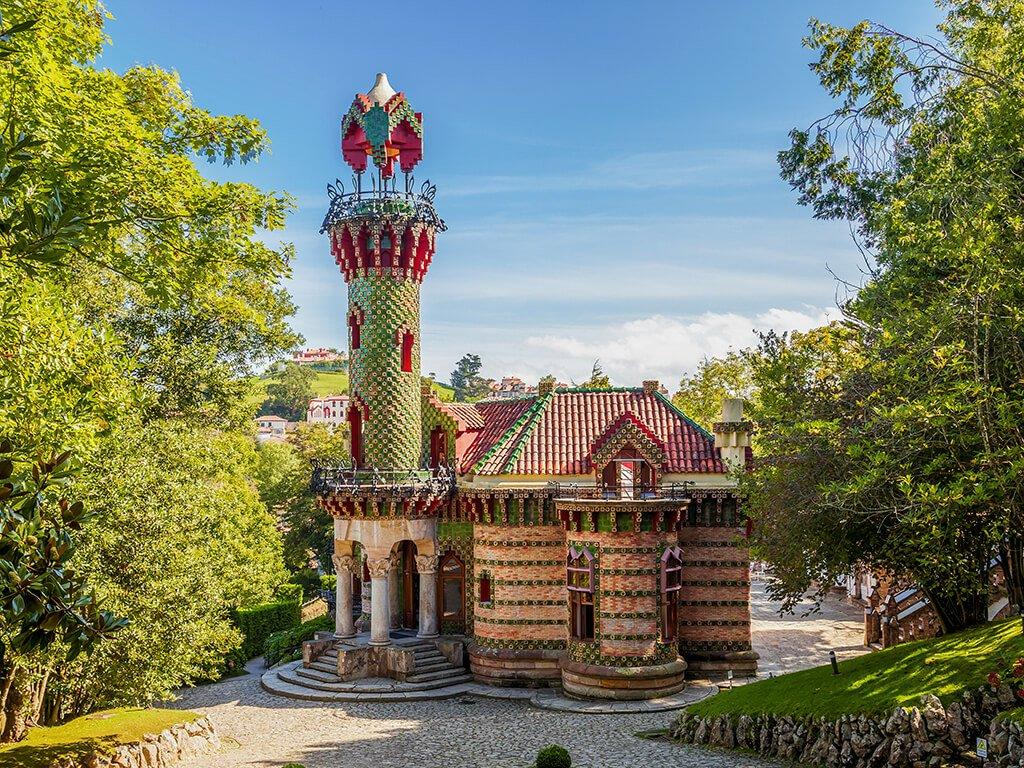 Capricho de Gaudí en Comillas - palacios de Cantabria