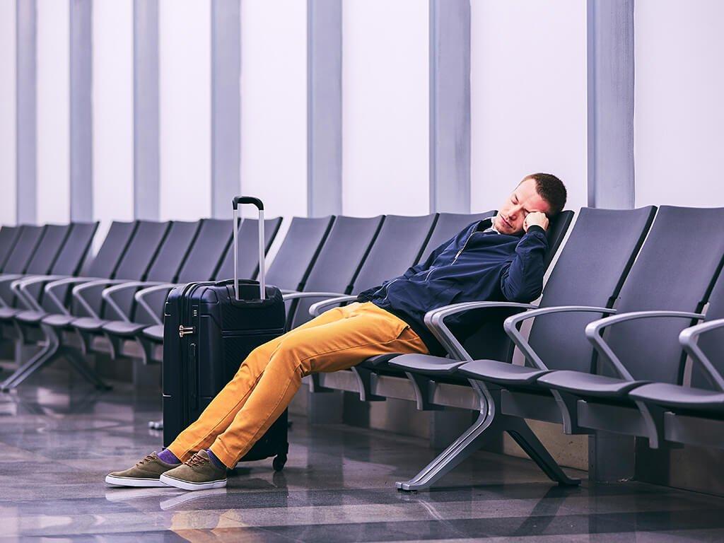Dormir en el aeropuerto - viajar en avión