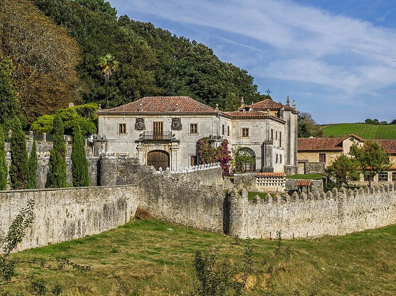 Palacio de los Condes de Isla-Fernández en Isla - palacios de Cantabria