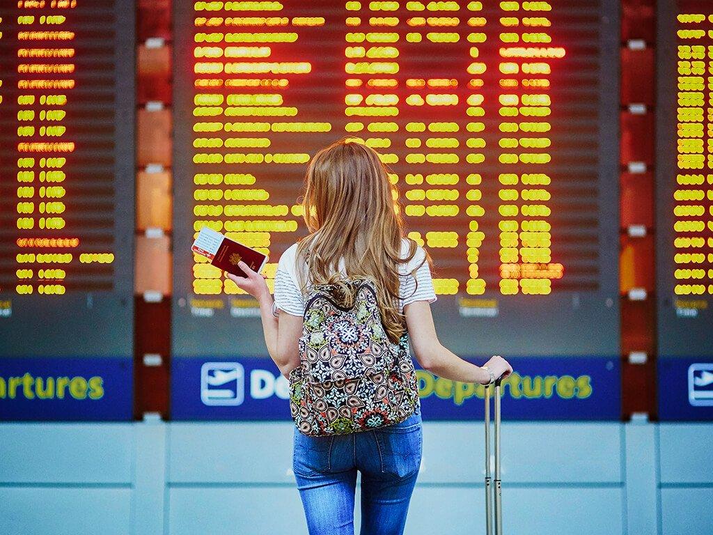 Pantallas de información del aeropuerto - viajar en avión