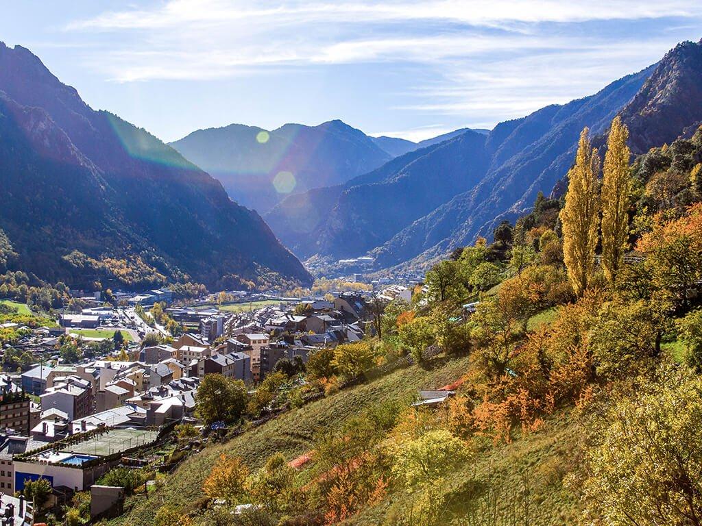 Vistas de Andorra la Vella, Viajar a Andorra