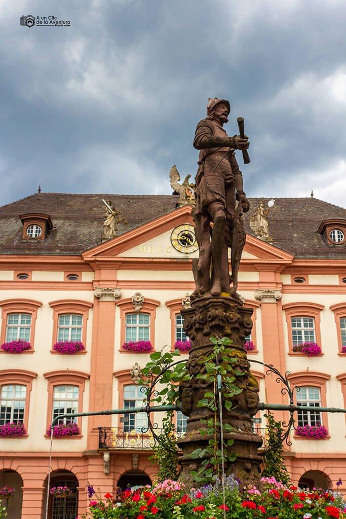 Caballero de piedra de la Fuente o Röhrbrunnen de Gengenbach