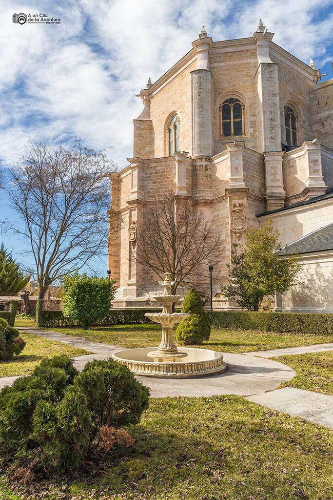 Fuente en el exterior del Monasterio de la Vid