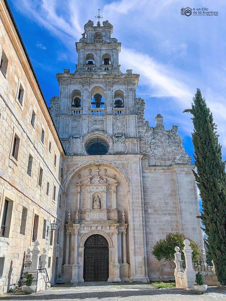 Portada renacentista de la iglesia del Monasterio de Santa María de la Vid