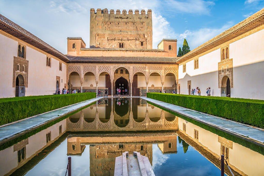 Patio de los Arrayanes y Torre de Comares - visitar la Alhambra