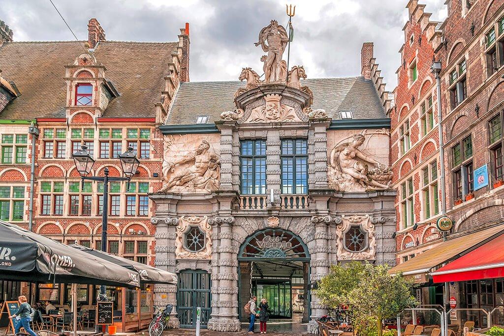 Oficina de Turismo de Gante en la Plaza Sint-Veerleplein