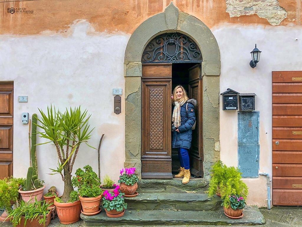 Puerta de una casa de Lari