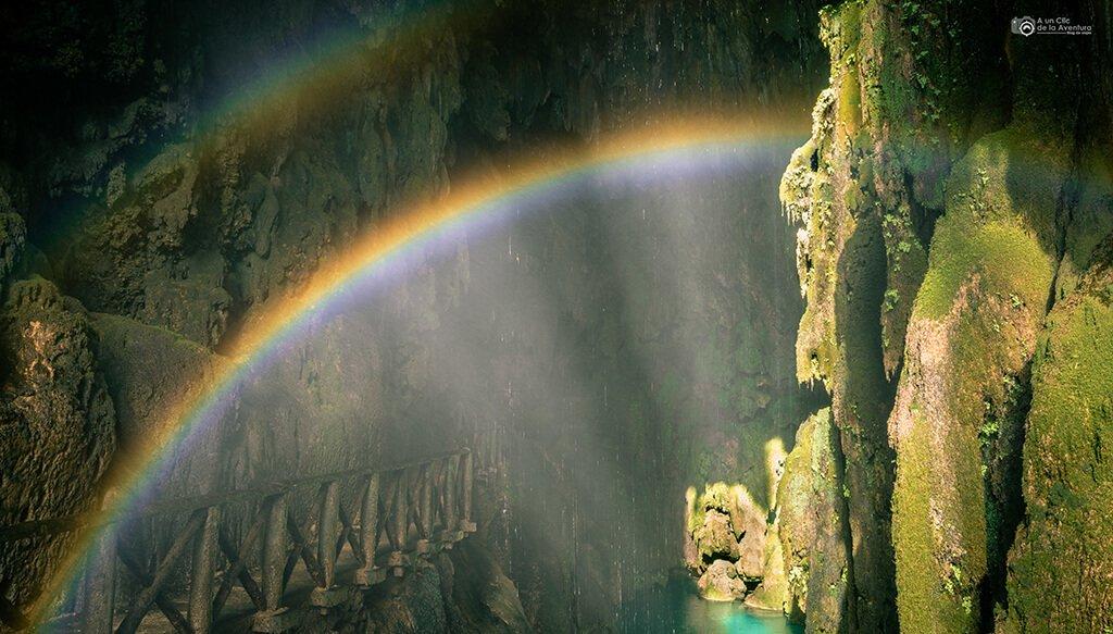Arco Iris en la Gruta Iris, Monasterio de Piedra