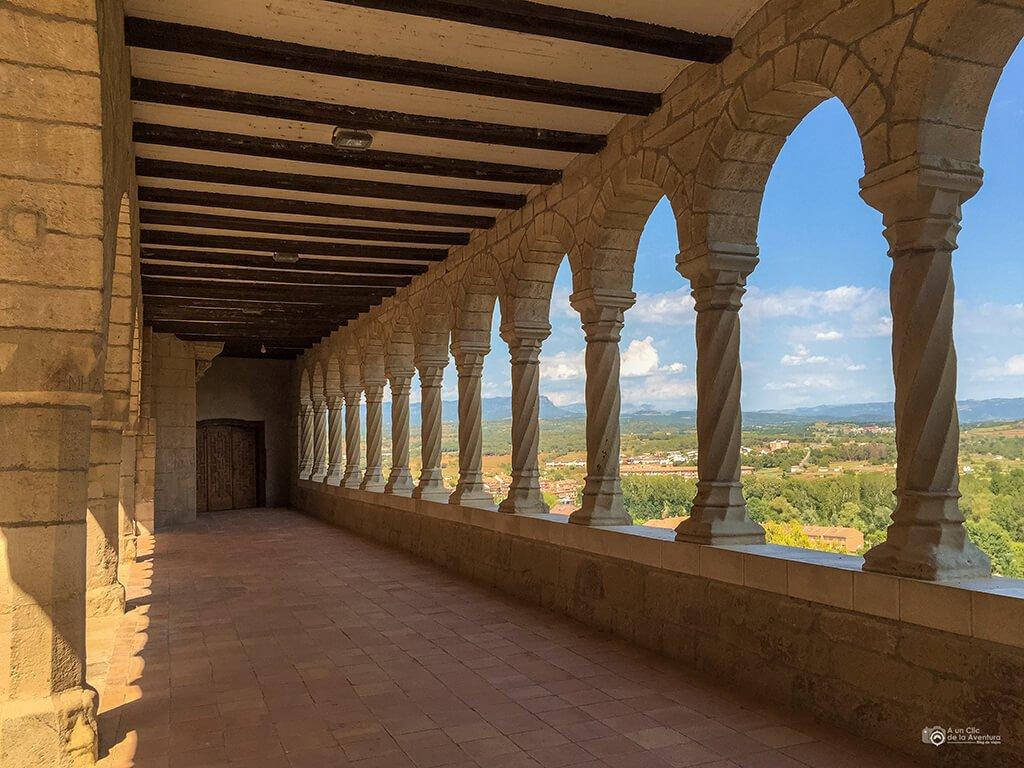 Claustro de la Basílica de Nuestra Señora de la Peña, Graus- ruta en coche por el Pirineo Aragonés