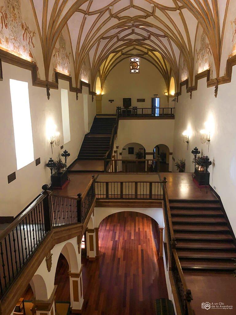 Escalera Monumental del hotel Monasterio de Piedra