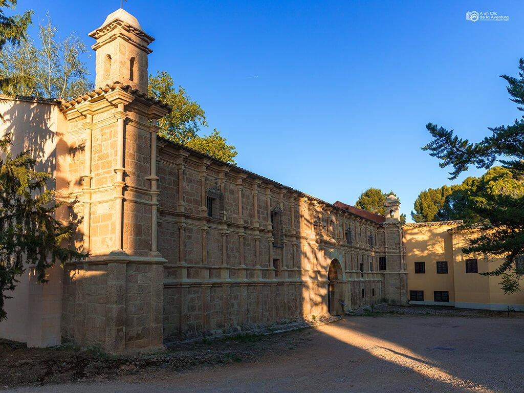 Fachada del Palacio Abacial del Monasterio de Piedra