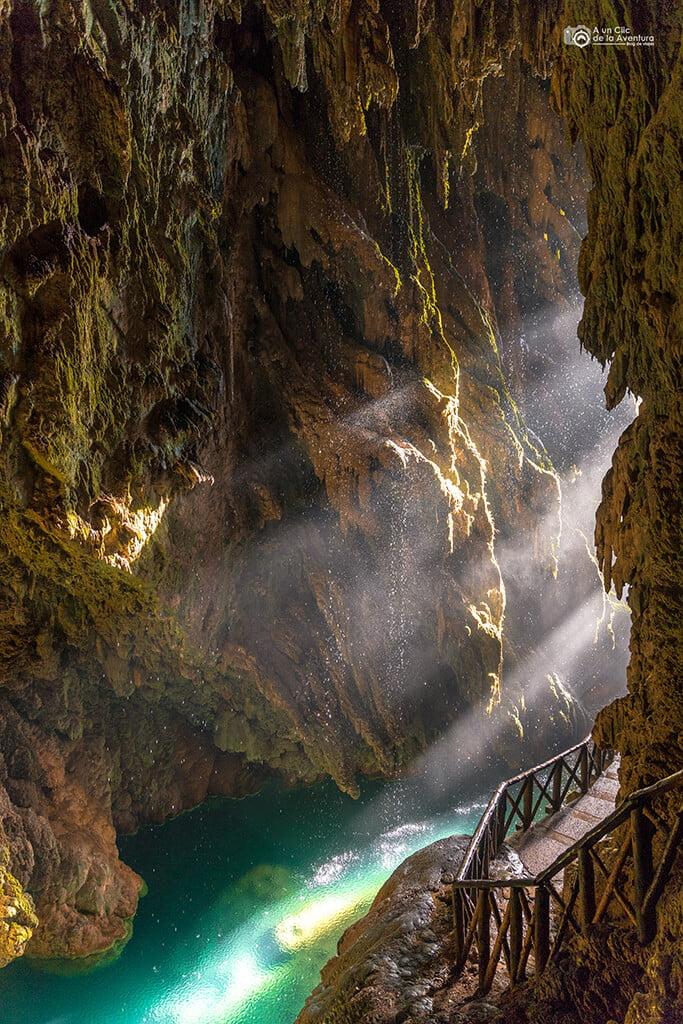 Gruta Iris tras la Cascada Cola de Caballo del Monasterio de Piedra