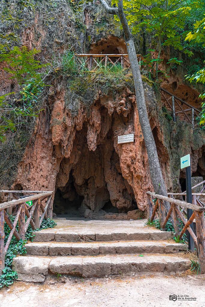 Gruta de la Bacante, Monasterio de Piedra