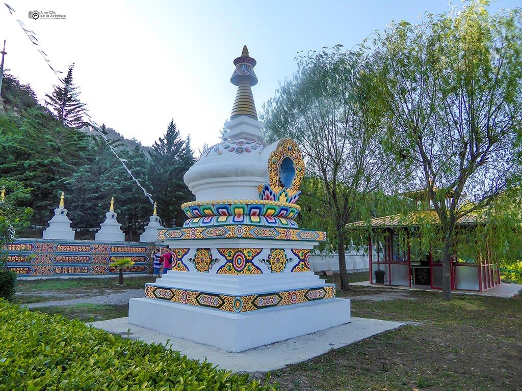 Templo budista de Panillo- ruta en coche por el Pirineo Aragonés