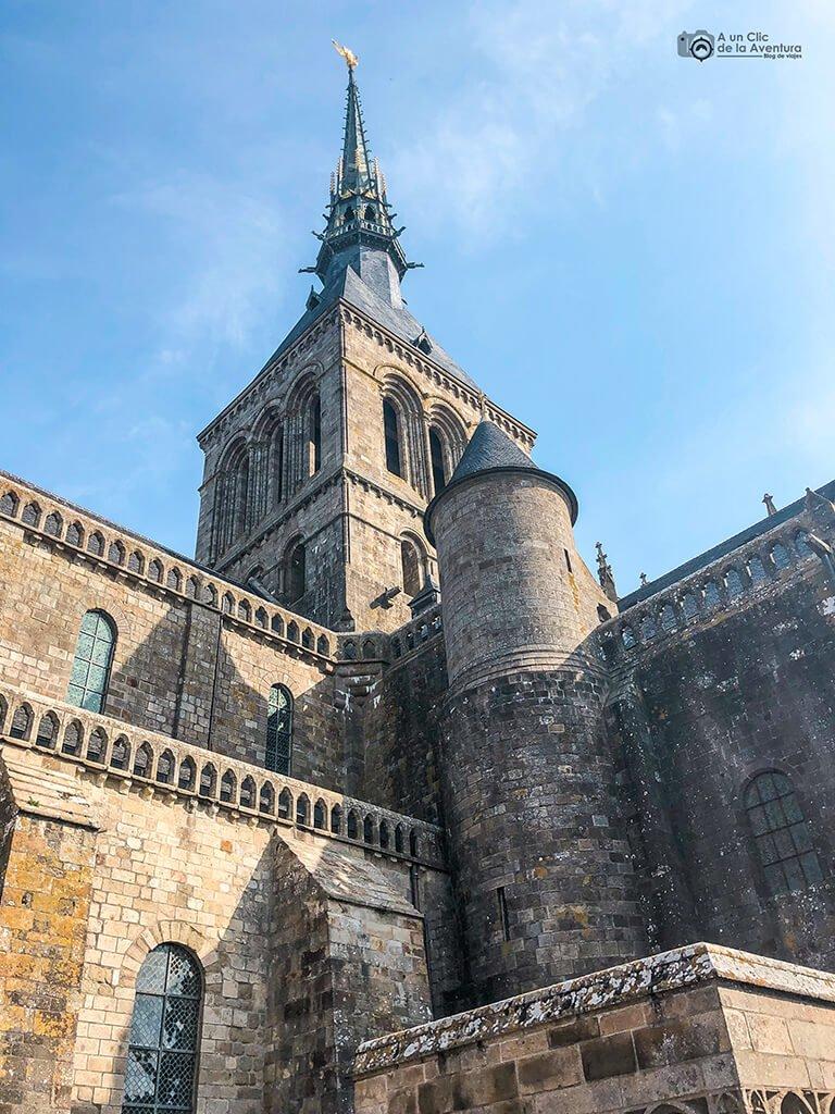 Torre y Aguja de la iglesia del Mont Saint-Michel