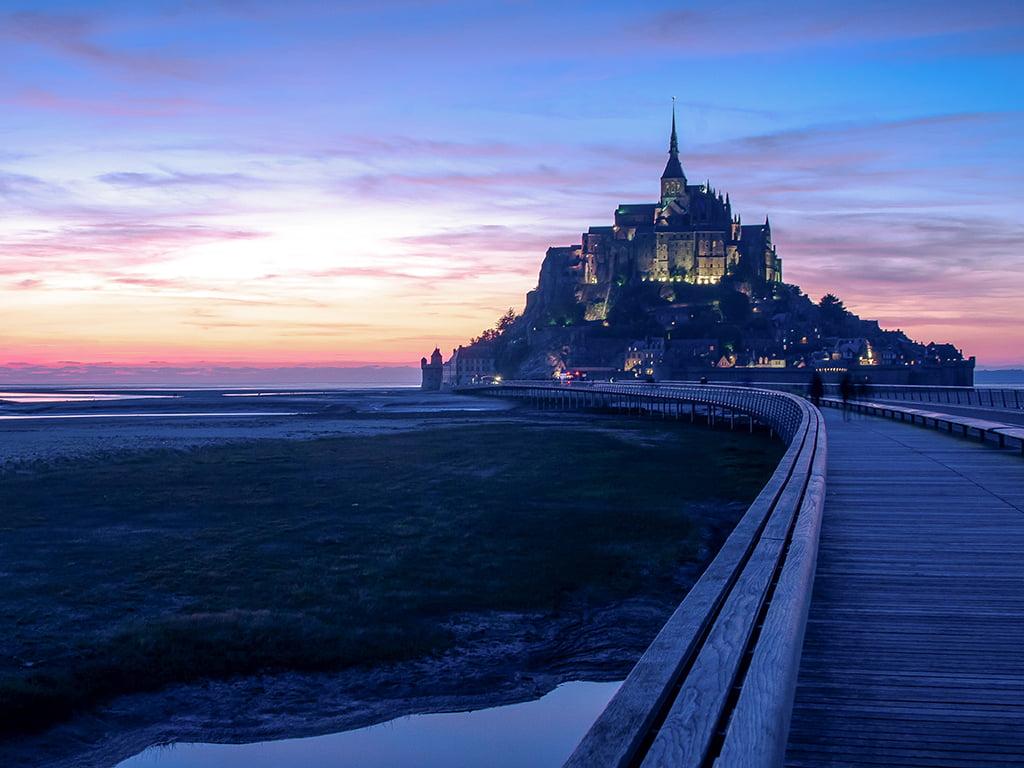 Mont Saint-Michel al atardecer