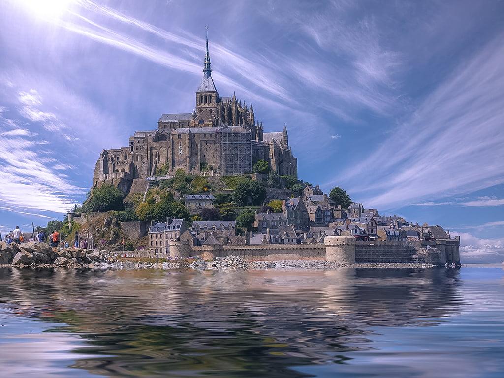 Mont Saint-Michel convertido en isla