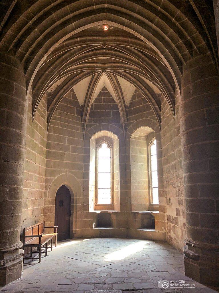 Sala de los gruesos pilares de la Abadía del Mont Saint-Michel